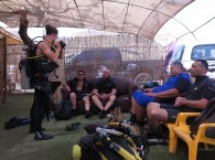 Инструктор Ашер ведет курс OPEN WATER